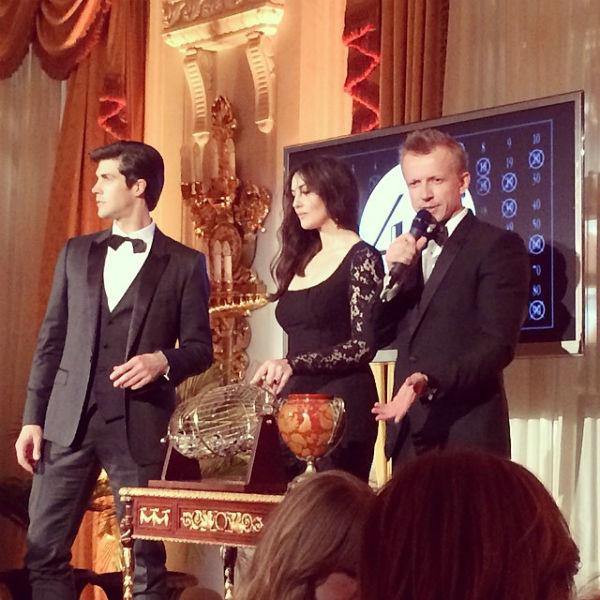 Моника Белуччи и Антон Комолов объявляют номера фишек в лото