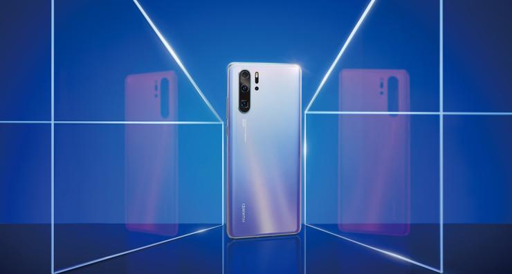 Huawei P30 Pro на официальном сайте стоит 69990 рублей