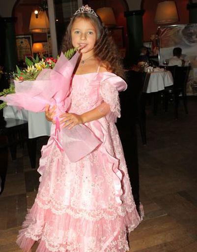 Ариша надела платье, подаренное Николаем Басковым