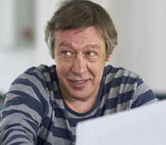 Сестра Михаила Ефремова: «Мишу очень волнует происходящее с «Современником», он только о театре и говорит»