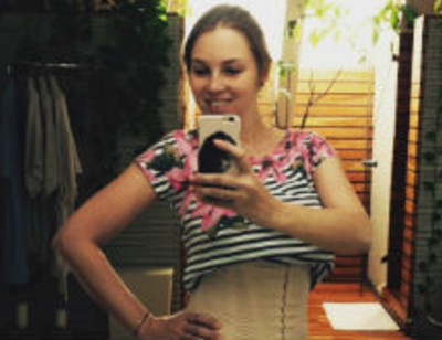 Полина Диброва затянулась в корсет после родов
