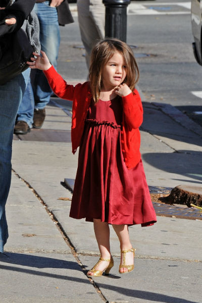 Девочка обожала «взрослые» платья и каблуки