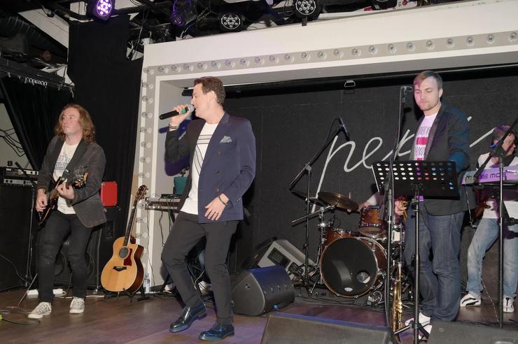 Ярушин выступает с музыкальной группой