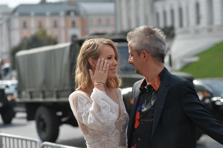 Новости: Ксения Собчак и Константин Богомолов поженились. ФОТО – фото №10