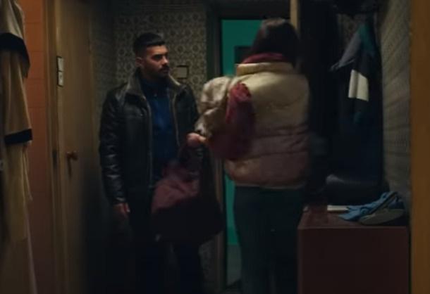 По сюжету клипа Алекса уходит от Тимати, назвав его придурком