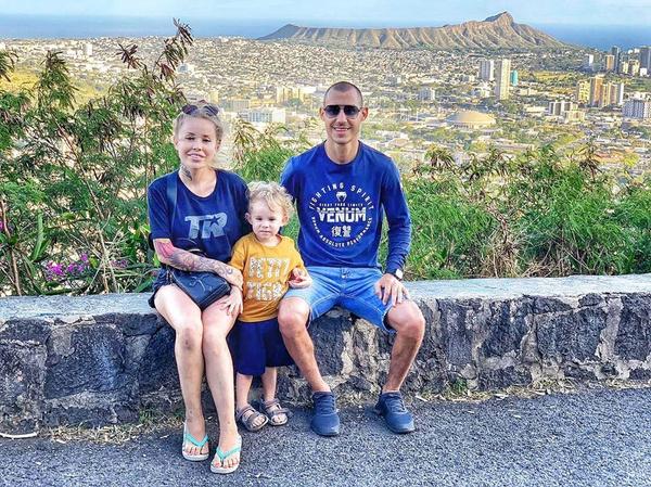 Спортсмен с женой и двухлетним сыном
