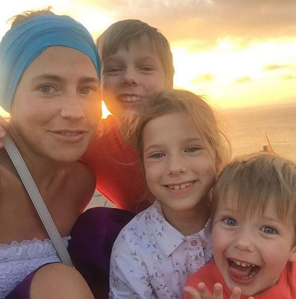 Юлия Барановская с детьми: Артемом, Яной и Арсением