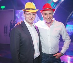 Министр культуры подарил Михаилу Турецкому оригинальную шляпу