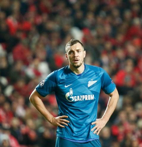 Артем Дзюба отдал награду лучшего игрока матча коллеге, потерявшему отца