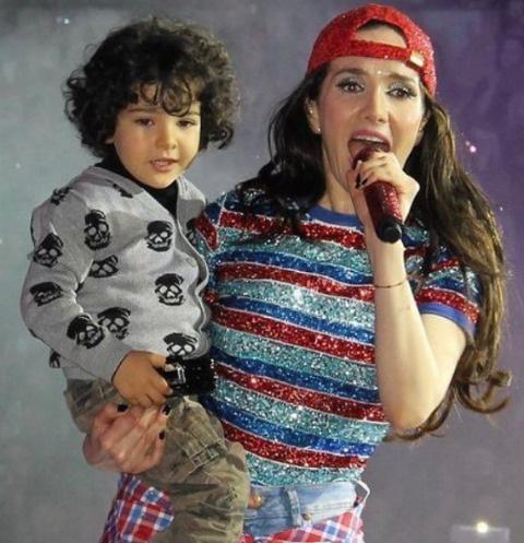 Наталья Орейро с сыном Мерлином Атауальпа