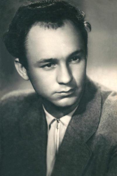 Николай Рыбников с юности интересовался театром