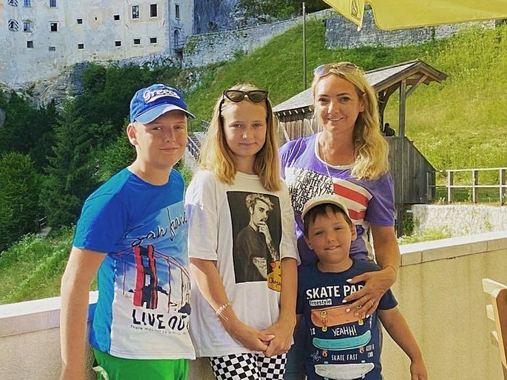 Светлана мечтает, чтобы ее и детей оставили в покое