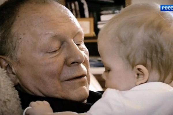 Галкин надеется прожить еще немало счастливых лет рядом с женой и дочерью