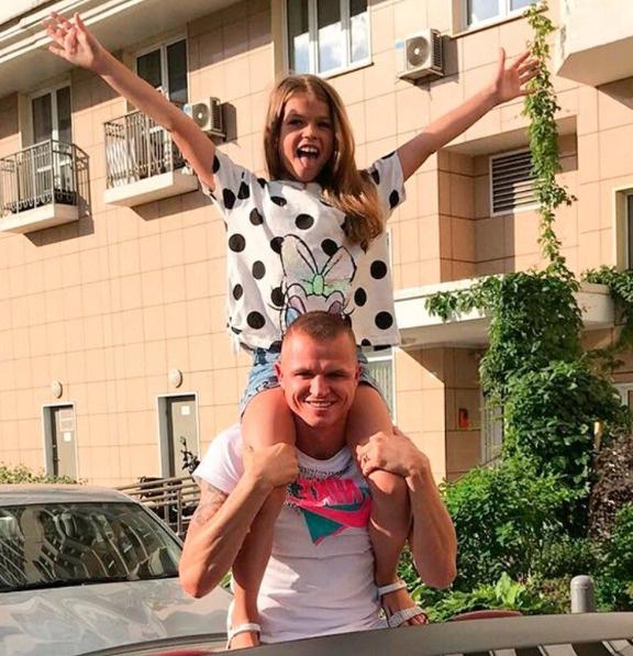 Дмитрий давно не видел дочь Ангелину