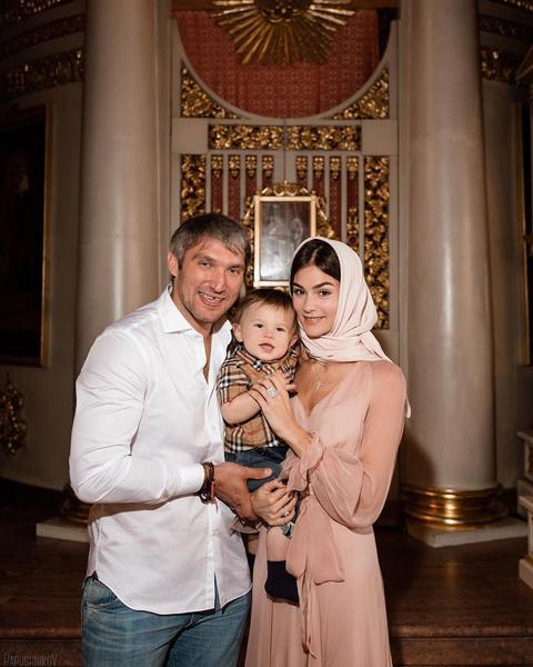 Родители показали лицо малыша после крещения