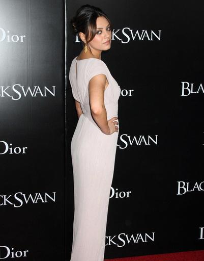 На премьере «Черного лебедя» Мила блистала красотой и роскошной фигурой