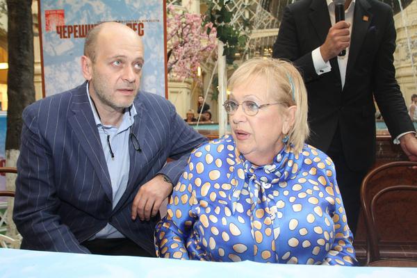 У Волчек и Евстигнеева родился сын Денис