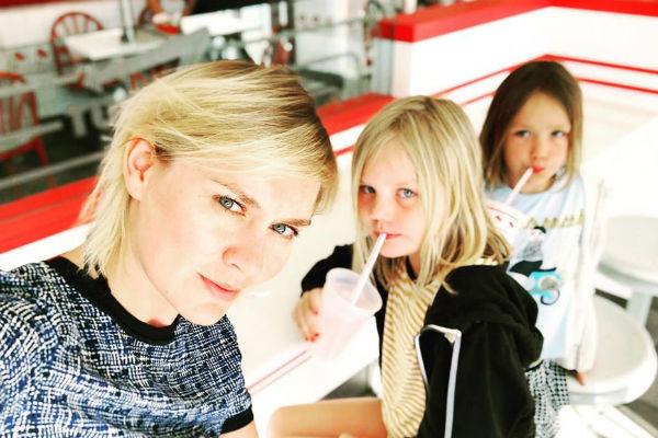 Актриса проводит много времени с детьми
