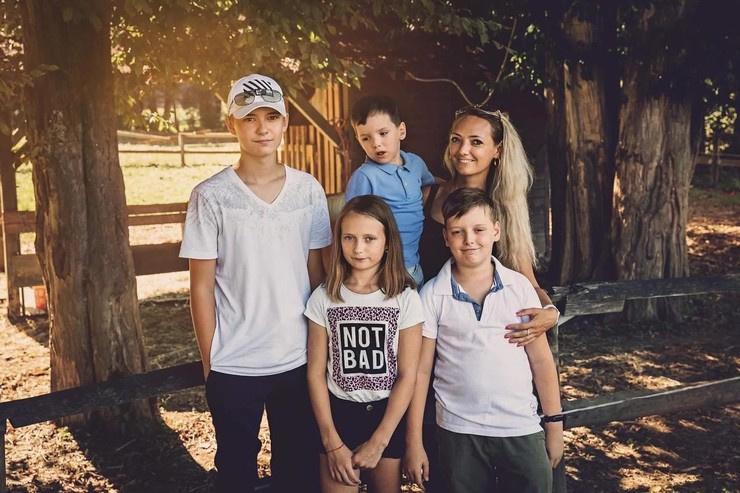 Семья строителя в Словении просит его о финансовой поддержке