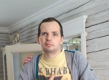 Жена парализованного Алексея Янина снялась в откровенном клипе