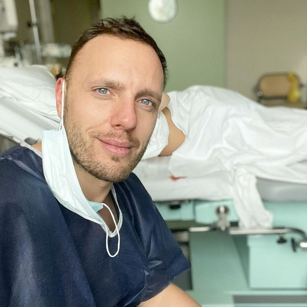 Тимур поддерживал супругу в больнице