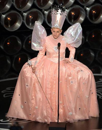 Элен Дедженерес в костюме феи