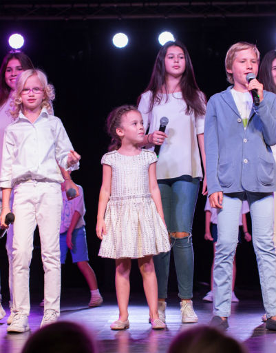 Коллектив открывал концерт