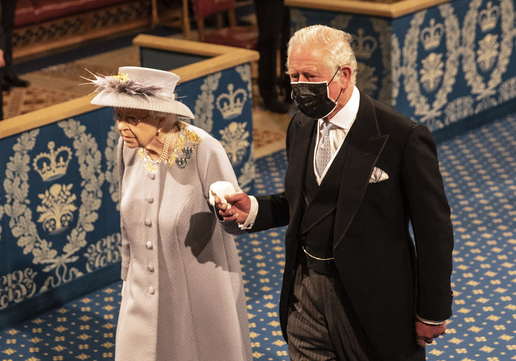 Елизавета II после смерти мужа уже несколько раз появлялась на официальных мероприятиях