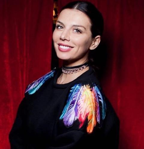 Анна Седокова стала выбирать широкие наряды