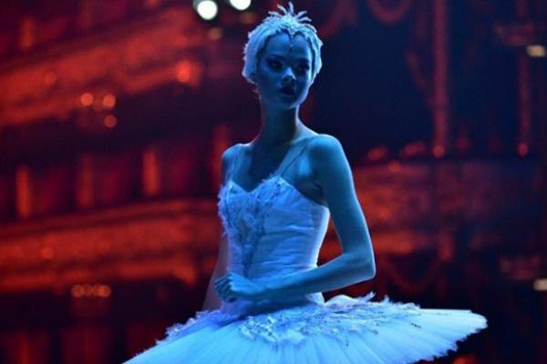 Анна дебютировала в фильме «Большой»