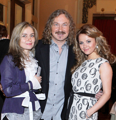 Игорь Николаев c женой и дочерью