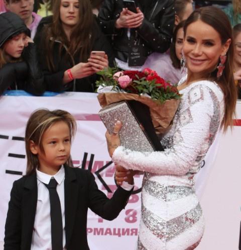 Айза Анохина с сыном