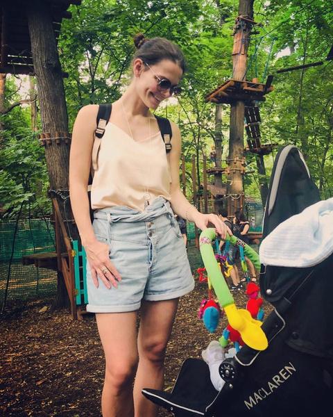 Актриса растит двоих детей