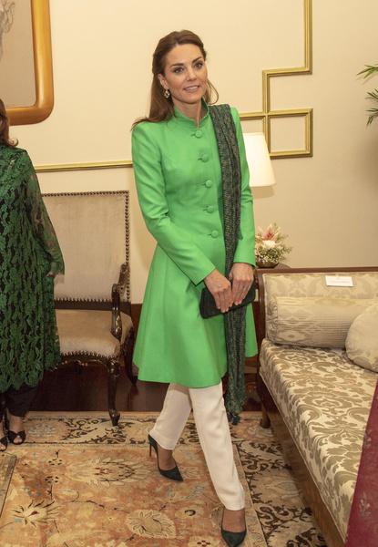 Во время тура по Пакистану Кейт выбирает скромные, закрытые наряды