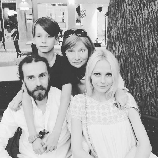 Кирилл с мамой Ириной, женой Юлей и сыном Тони