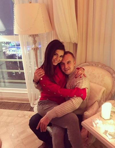 Нюша и Игорь Сивов редко делятся совместными фото, но 14 февраля сделали исключение
