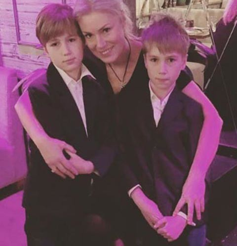 Мария Шукшина с сыновьями Фокой и Фомой