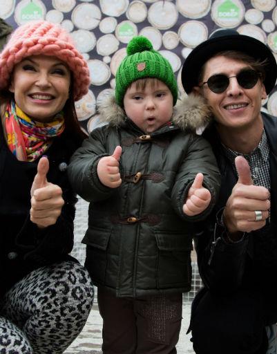 Эвелина Бледанс с сыном Семеном и Владом Лисовцом