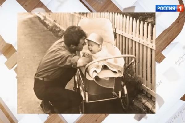 Папа актера и сам ушел из семьи, когда Алексей был маленьким