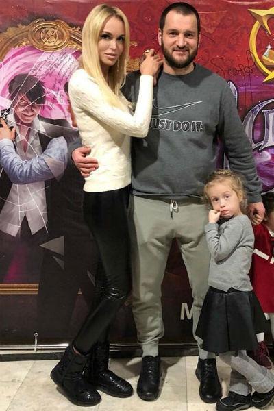 Алексей проводит много времени с Марией и ее дочерью