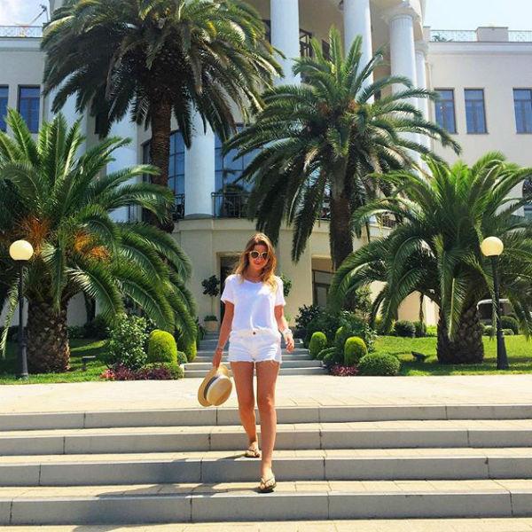 Галина Юдашкина тоже не стала терять время и отправилась гулять по городу перед обедом