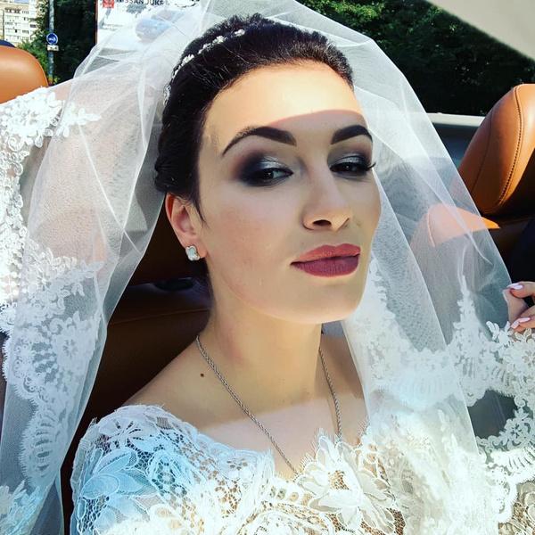 Певица похвасталась платьем невесты