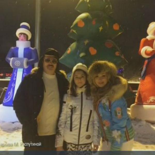 С мужем Виктором Захаровым и дочкой Машей