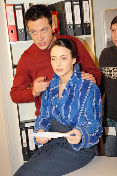 Кирилл Сафонов на момент съемок «Татьяниного дня» еще не был женат на Саше Савельевой, так что зрители «женили» его на Снаткиной