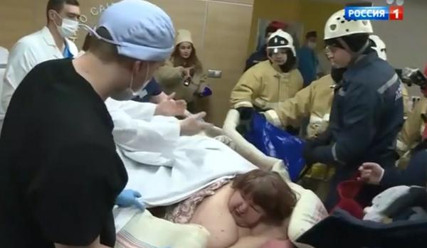 Женщину пришлось эвакуировать усилиями спасателей