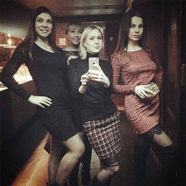 «Погнали!», - подписала фото с подругами Ольга Ветер