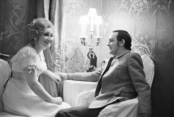 Ушла от мужа, допустила секс с Эдитой Пьехой в «Магомаеве». За что осуждали Тамару Синявскую