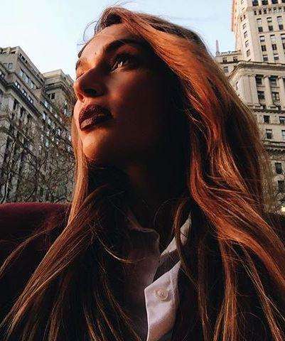 Иногда Водонаева просто бродит по Нью-Йорку и фотографируется, без какой бы то ни было определенной цели