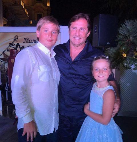Илья и Людмила Максаковы с отцом Владимиром Тюриным