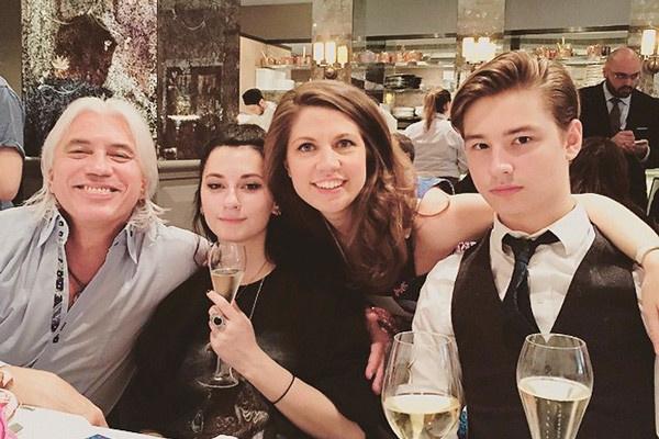 Дмитрий Хворостовский со старшими детьми